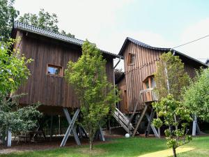 Baumhäuser als Ferienwohnungen